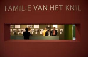 De tentoonstelling 'Familie van het KNIL' (2007) met privéfoto's van Lin Scholte en Reggie Baay