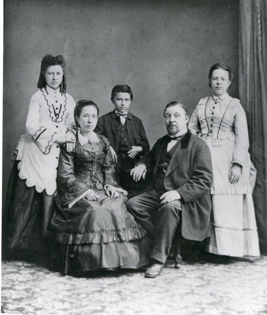 Het gezin Sloot: Christine, Louise, Nico, Carel en Marie